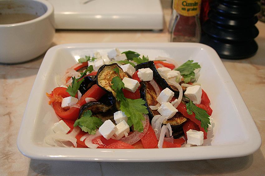 Салат из баклажанов и перцев в гранатовой заправке