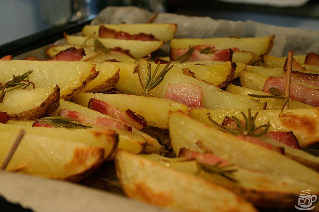 Картофельные дольки на шпажках с беконом и розмарином, 2014