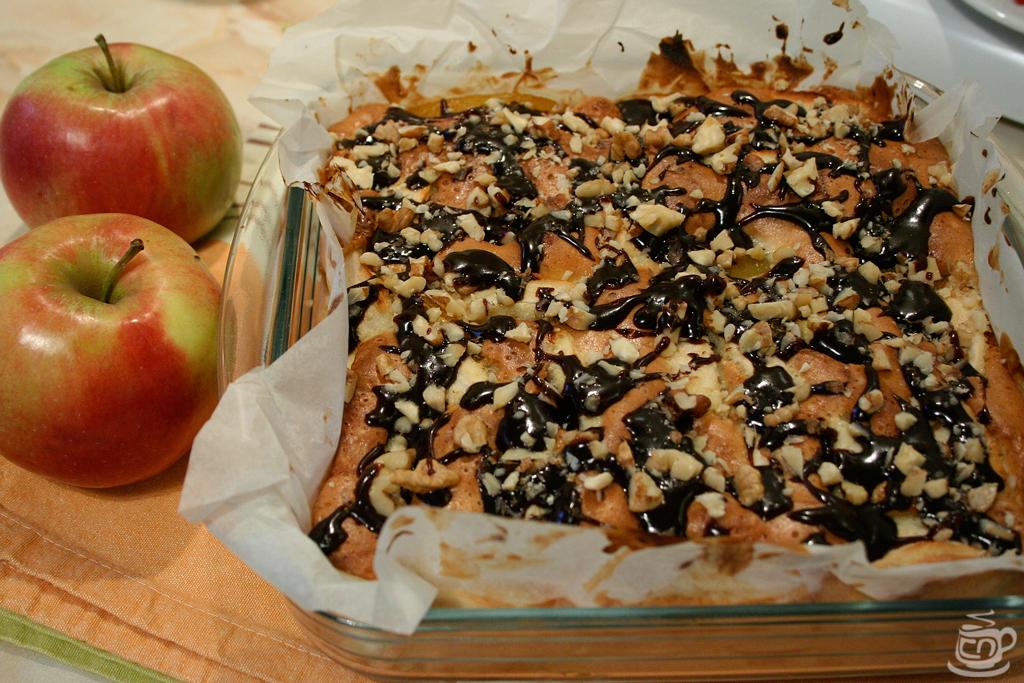 Шарлотка с персиком с фото пошагово в духовке