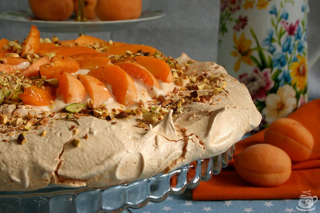 "Торт ""Павлова"" с абрикосами и фисташками, 2015"